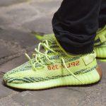 gros-plan-adidas-originals-yeezy-boost-350-v2-semi-frozen-yellow-4-1000×667